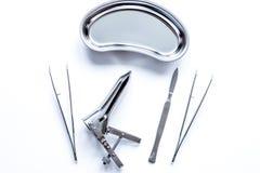 Instrumenty gynecologist na białego tła odgórnym widoku Obraz Stock
