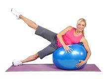Instrutor fêmea novo apto dos pilates Fotos de Stock Royalty Free