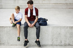 Instrutor novo Relaxation Lifestyle Concept do menino fotografia de stock