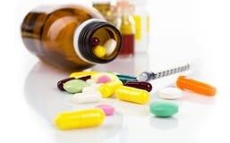Insulininjektionsspruta och droger Royaltyfria Bilder