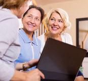 Insurance agent and female pensioners Royalty Free Stock Photography