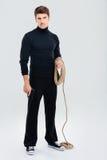 Intégral du cambrioleur sérieux d'homme avec la corde et l'arme à feu Image stock