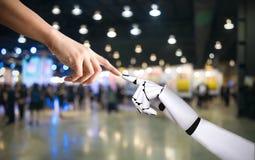 Intégration humaine de concept de système de main et de main de robot et coordination de technologie d'intelligence artificielle photos libres de droits
