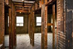 Intérieur à la maison étripé pour la rénovation Image libre de droits