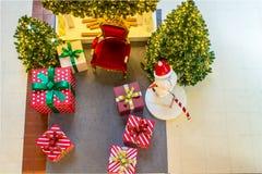 Intérieur à la maison d'étalage, décoration de Noël sur l'espace vital Photos stock