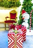 Intérieur à la maison d'étalage, décoration de Noël sur l'espace vital Image stock