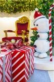 Intérieur à la maison d'étalage, décoration de Noël sur l'espace vital Photos libres de droits