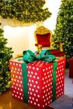 Intérieur à la maison d'étalage, décoration de Noël sur l'espace vital Image libre de droits
