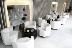 Intérieur à la maison moderne avec des meubles Photo stock