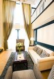 Intérieur à la maison moderne de salle de séjour Photos libres de droits