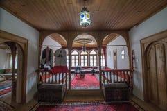 Intérieur à la maison musulman en Bosnie Image libre de droits