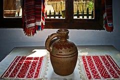 Intérieur à la maison traditionnel roumain 4 images stock
