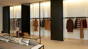 Intérieur à la mode de boutique dans le mail moderne Photos libres de droits