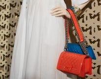 Intérieur à la mode de boutique dans le mail moderne Photo stock