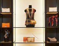 Intérieur à la mode de boutique dans le mail moderne Image stock
