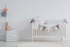 Intérieur élégant de pièce du ` s de bébé photographie stock