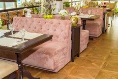 Intérieur élégant de restaurant moderne Photo stock