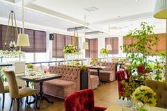 Intérieur élégant de restaurant moderne Photo libre de droits