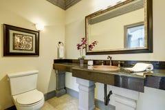 Intérieur élégant de salle de bains dans la maison de luxe Photo stock