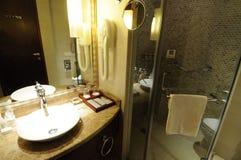 Intérieur 12 de salle de bains d'hôtel Photos libres de droits
