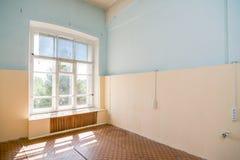 Intérieur abandonné d'immeuble de bureaux Image stock