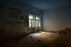 Intérieur abandonné de maison images stock