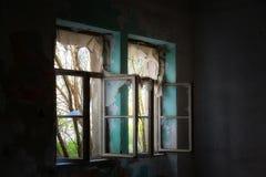 Intérieur abandonné de maison photo libre de droits