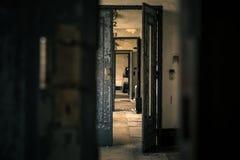 Intérieur abandonné de porte photo stock