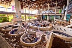 Intérieur abandonné et détruit d'hôtel de luxe Photographie stock