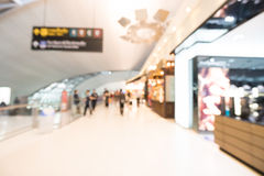Intérieur abstrait de terminal d'aéroport de tache floue Photos libres de droits