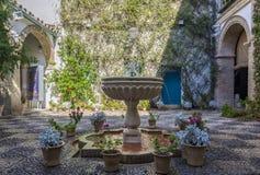 Intérieur andalou typique de maison à Cordoue, Espagne Images libres de droits