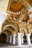Intérieur antique de palais photo stock