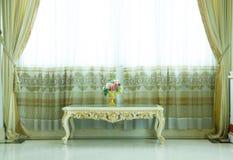 Intérieur avec des meubles de vintage - image courante Images stock