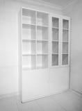 Intérieur avec l'étagère de livre vide neuve photographie stock libre de droits