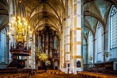 Intérieur avec le pupitre richement découpé, le travail d'Adam Straes van Weilborch environ 1620 dans l'église de St Michaels de  images stock