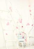 Intérieur avec les coeurs roses Photographie stock libre de droits