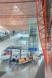 Intérieur avec les sièges de passager et l'ascenseur, aéroport international capital de Pékin Images libres de droits