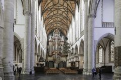 Intérieur blanc de l'église de St Bavo à Haarlem Hollande photos libres de droits