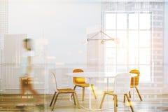 Intérieur blanc de salle à manger de table, femme Image stock