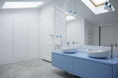 Intérieur blanc et bleu de salle de bains photographie stock