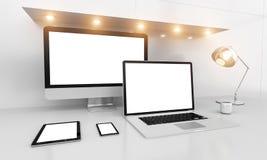Intérieur blanc moderne de bureau avec le renderin d'ordinateur et de dispositifs 3D Photos stock
