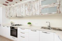 Intérieur blanc moderne de cuisine images libres de droits