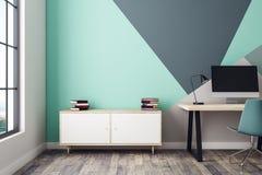 Intérieur bleu avec le lieu de travail et le coffret Image libre de droits