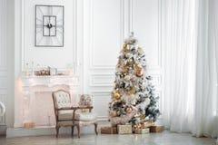 Intérieur classique de Noël blanc image stock
