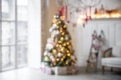 Intérieur classique de Noël blanc defocused photo libre de droits