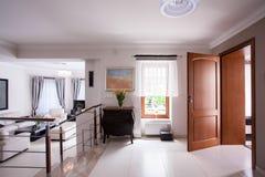 Intérieur conçu dans la résidence de luxe photos stock
