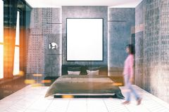 Intérieur concret de chambre à coucher, affiche modifiée la tonalité Photos libres de droits