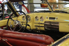 Intérieur convertible de gué jaune Image stock