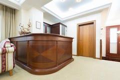 Intérieur dénommé classique d'hôtel - zone d'accueil photographie stock