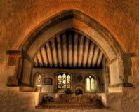 Intérieur d'église avec le tombeau de croisés Photographie stock